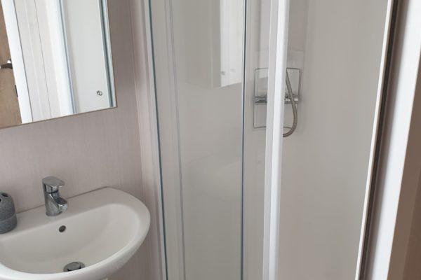 CW59 shower